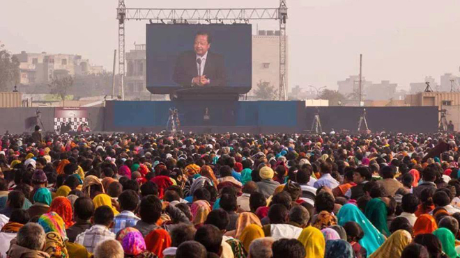 183500-listening-to-Prem-Rawat-at-Youth-Peace-Fest.jpg