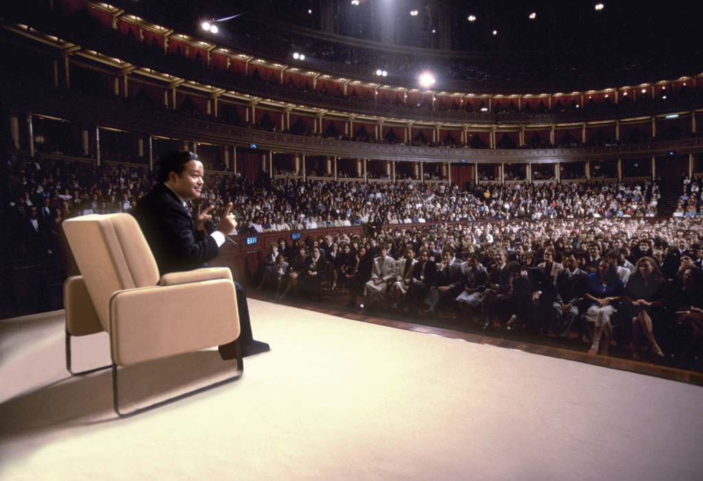 Maharaji_Royal_Albert_Hall.jpg