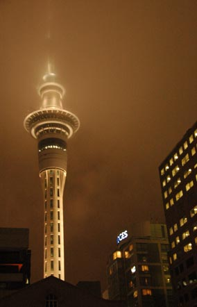adin-2007-11-01-DSC-0503-sky-tower-in-night's-mist-new-zealand-auckland-cringel.com.jpg