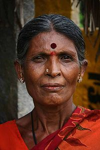200px-Indian_Woman_with_bindi.jpg