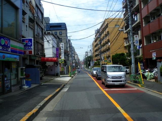 Hongo_dori_street_nakano_tokyo.JPG